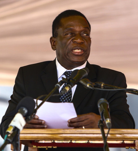 Zimbabwe: Mnangagwa promises to grow Economy as he addresses Crowd - BellaNaija