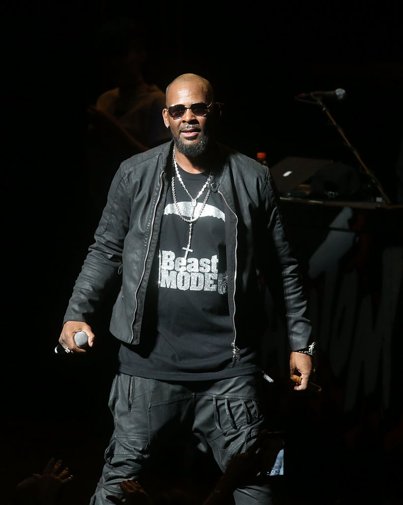 #Karma: R. Kelly's Lawyer, Assistant And Publicist Quit On Him