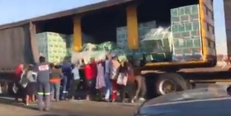 Watch #Trending video of people looting Beer Truck on the Road - BellaNaija