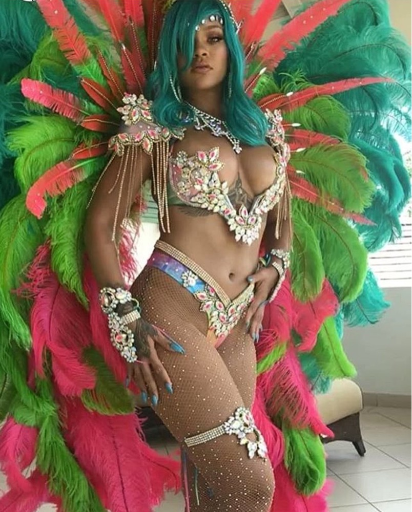 Island Gyal! Rihanna looks 🔥🔥 at a Carnival in Barbados with Blue Hair