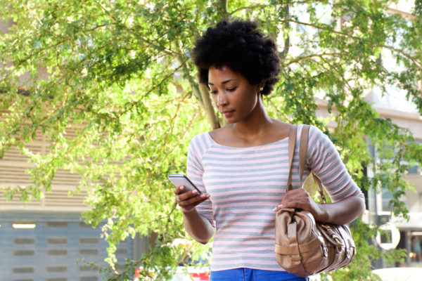 It will soon be Illegal to Text while Walking in Honolulu - BellaNaija