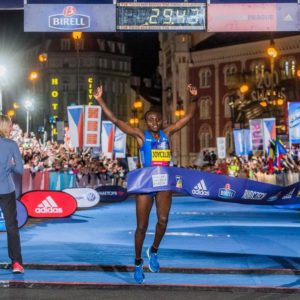 Joyciline Jepkosgei 23-year old woman breaks 10 km road world record in Prague