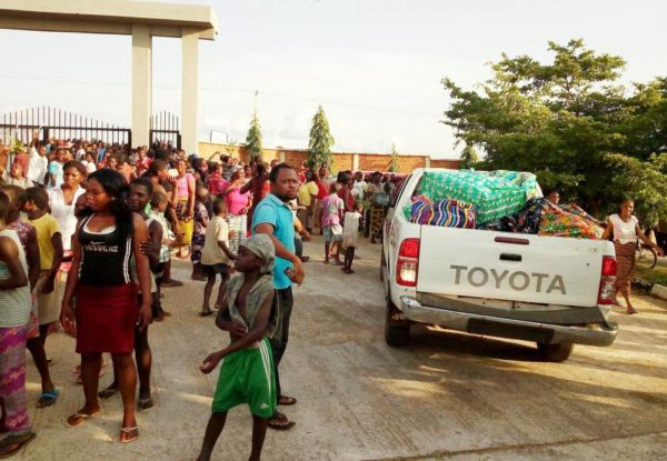 Benue Flood IDPs protest Diversion of Relief Materials - BellaNaija