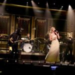 """Mily Cyrus honors Las Vegas victims with performace of """"No Freedom"""" & """"The Climb"""" on The Tonight Show with Jimmy Fallon   WATCH"""