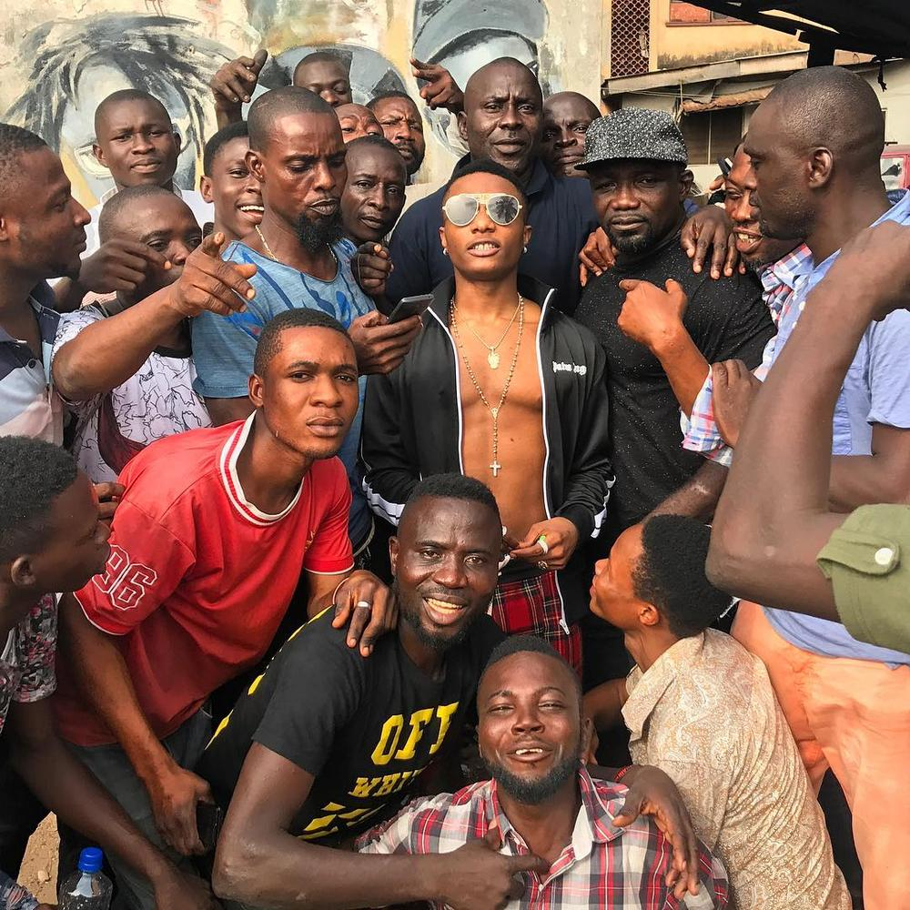 Ojuelegba Breed! Wizkid visits those who know his story 😁