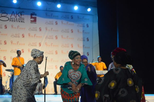 Salawa Abeni Dances with Guests from Kaduna