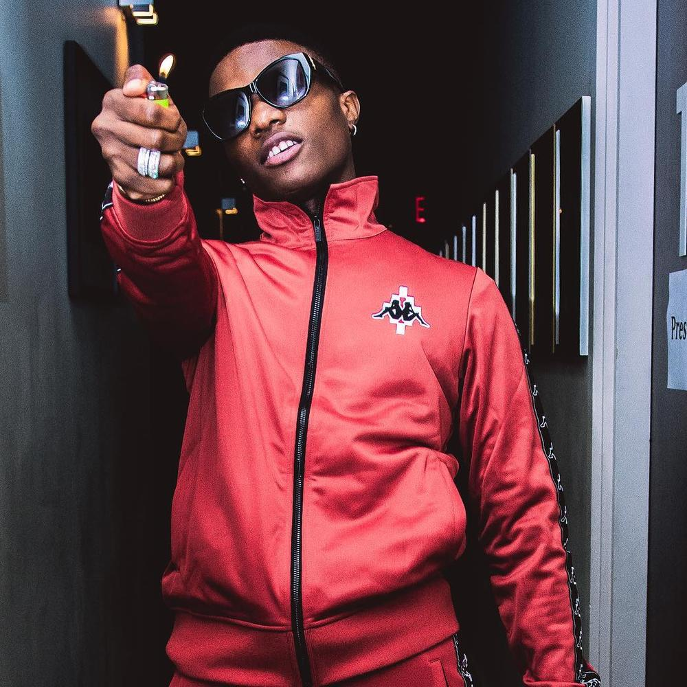Wizkid blasts organizers who give African acts awards backstage   WATCH