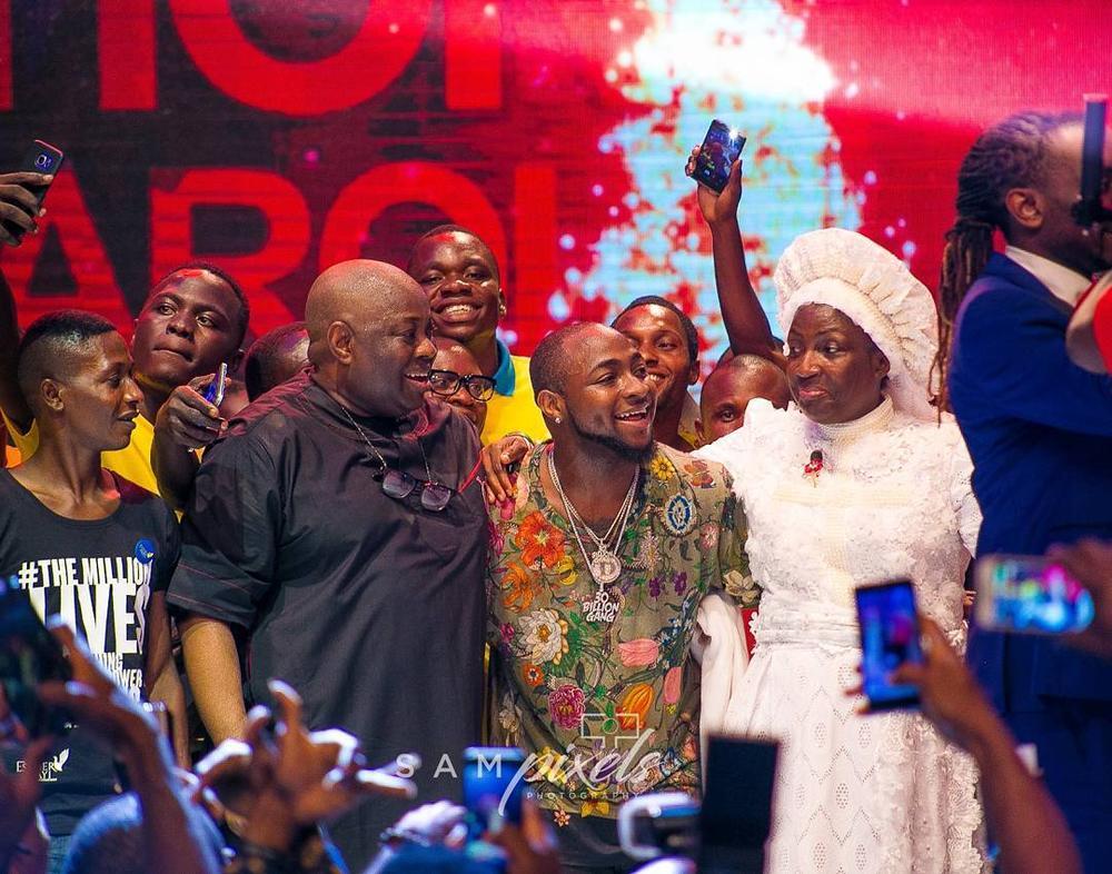 Season to Remember! Davido & Dele Momodu reconcile at Ovation Red Carol 2017