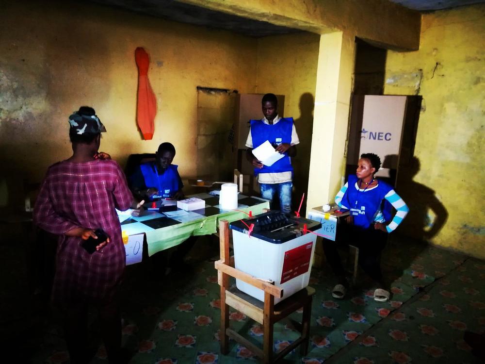 Liberia counts Vote to Determine new President - BellaNaija