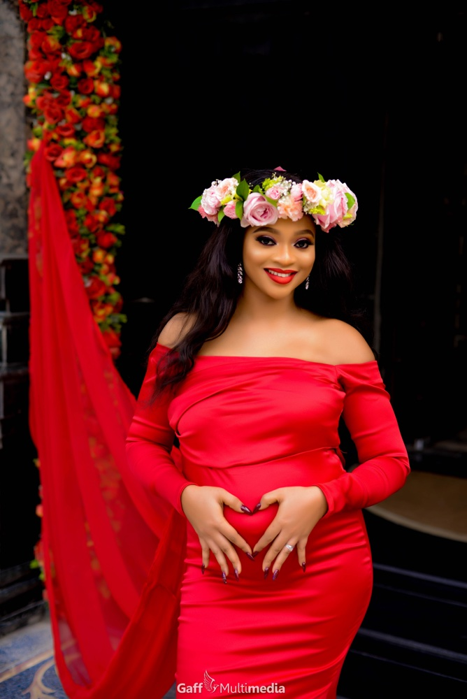 Flower Queen Mum to Be! 🌸 Blessing's Snapchat Filter inspired Maternity Photos