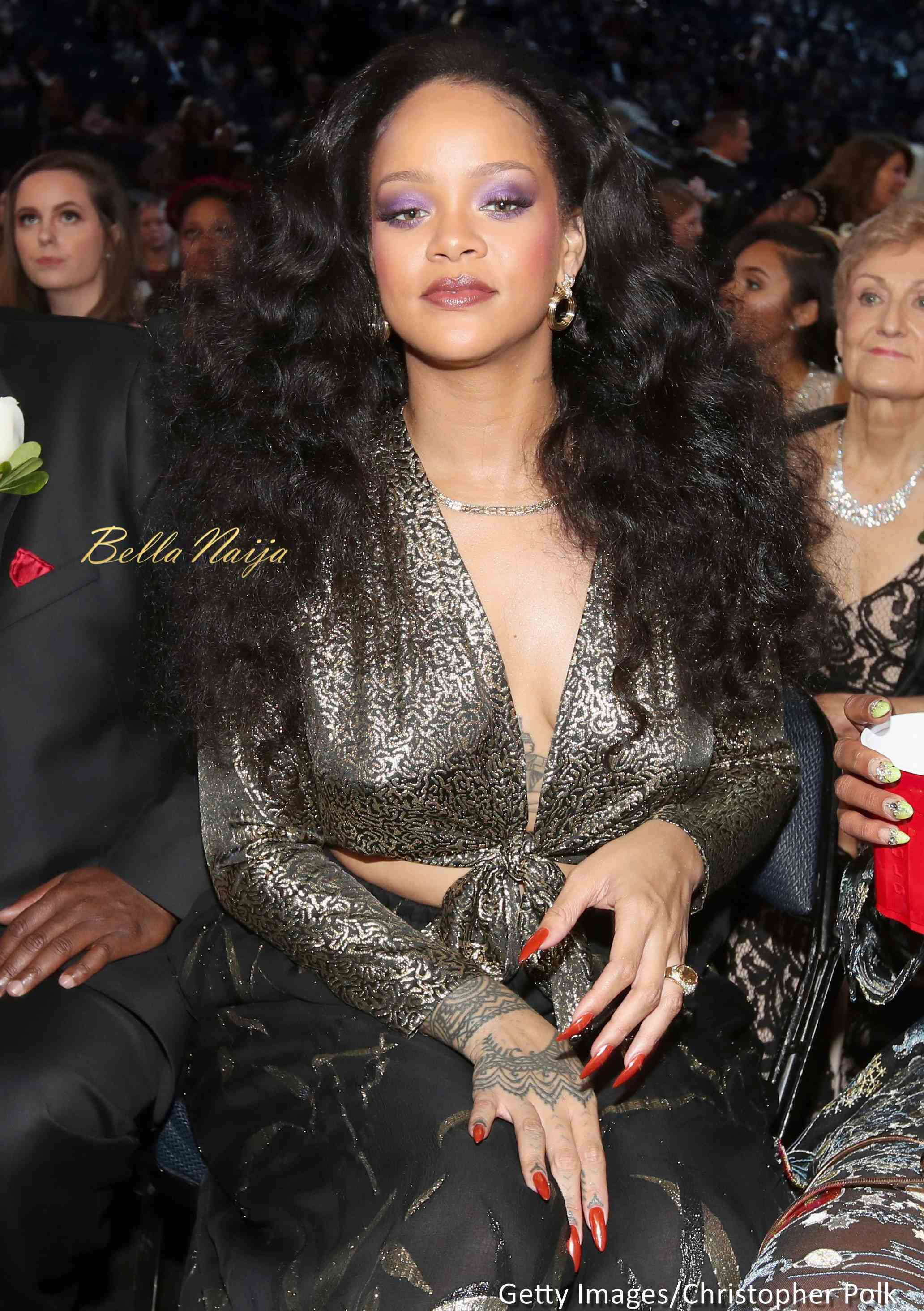 Rihanna becomes First Female artist to cross 2 Billion streams on Apple Music ?