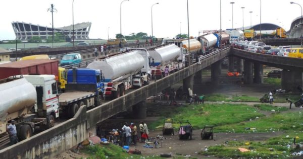 Truck Drivers ordered to leave Lagos Bridges in 48 Hours - BellaNaija