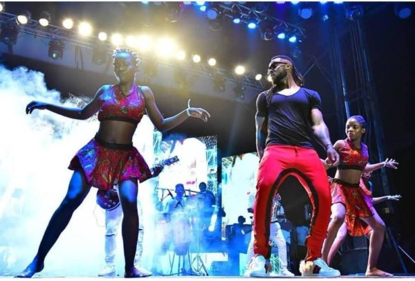 What happened during Flavour's free concert in Enugu? - BellaNaija