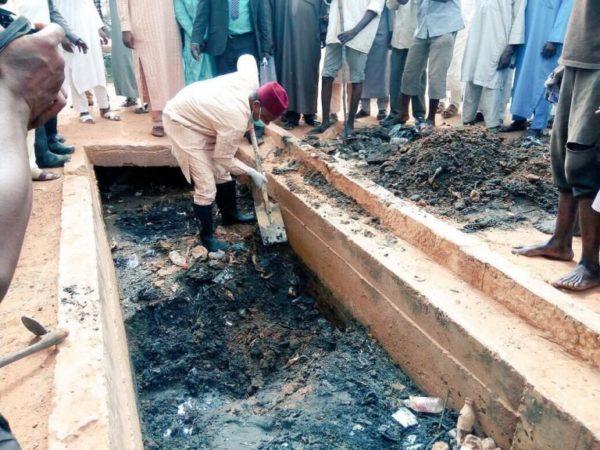 Kebbi Governor Abubakar Bagudu clears Drainage - BellaNaija