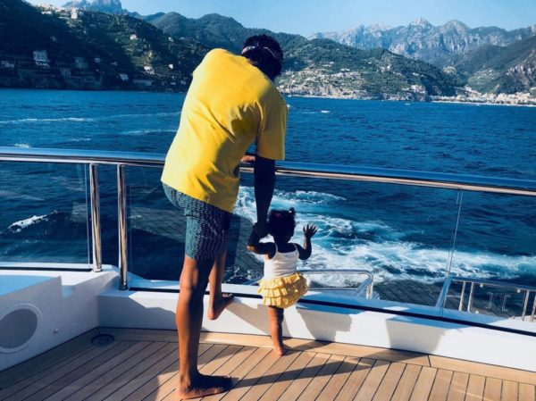 Beyoncé Shares Ph...R Kelly And His Kids