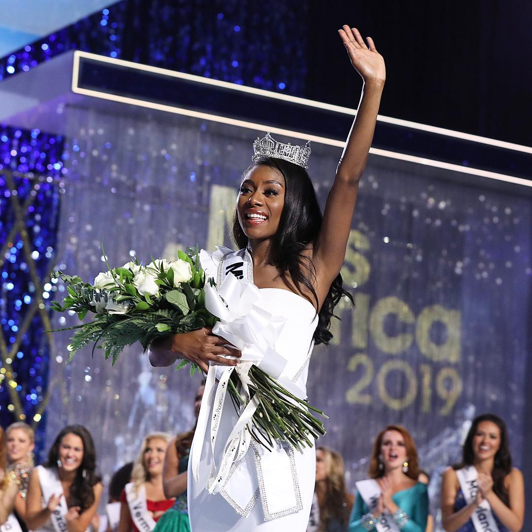 Nia Franklin Miss New York Has Taken Over The Crown Of America From Mund At Sundays Crowning Ceremony Held Jim Whelan Boardwalk Hall In
