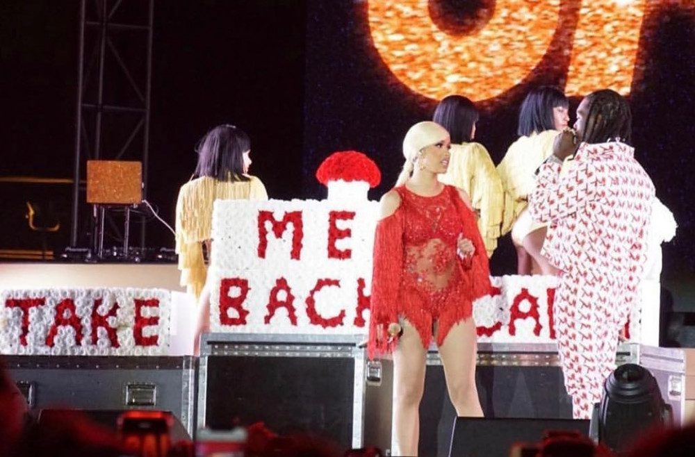 Offset crashes Cardi B's Performance to beg for Forgiveness | Watch