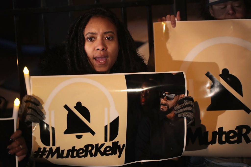 R. Kelly supporters, protesters clash outside Near West Side studio