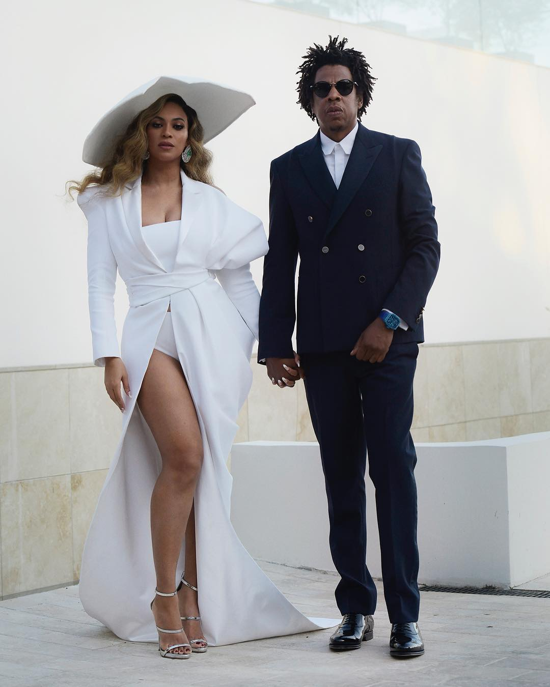 Beyonce & JAY-Z shared a Sweet Kiss at the 2019 NAACP Image Awards ?
