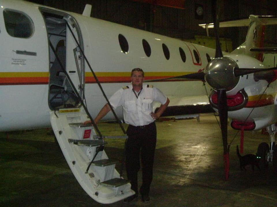 Pilot dies after Crashing Plane into Clubhouse in an Attempt to kill Wife