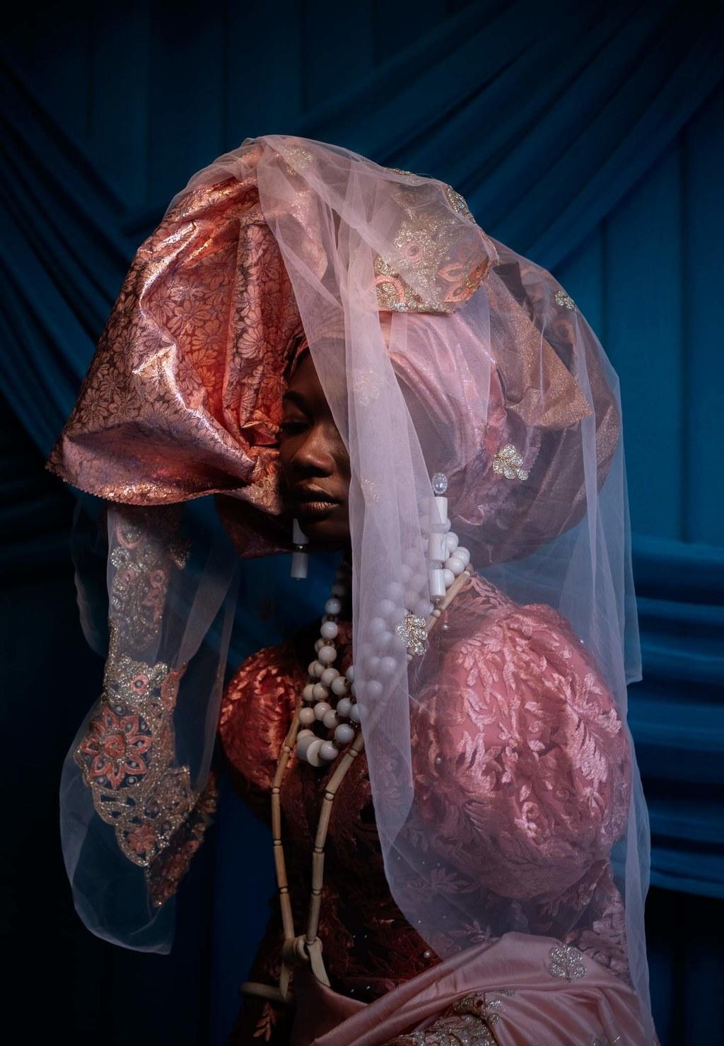 "Photographer Lakin Ogunbanwo talks to Vogue Italia about his New Series ""e wá wo mi"""