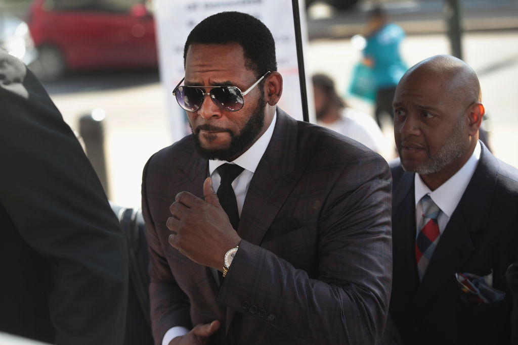 R. Kelly gets support from Fans as he Returns to Court for Hearing on Aggravated Sexual Abuse Charges