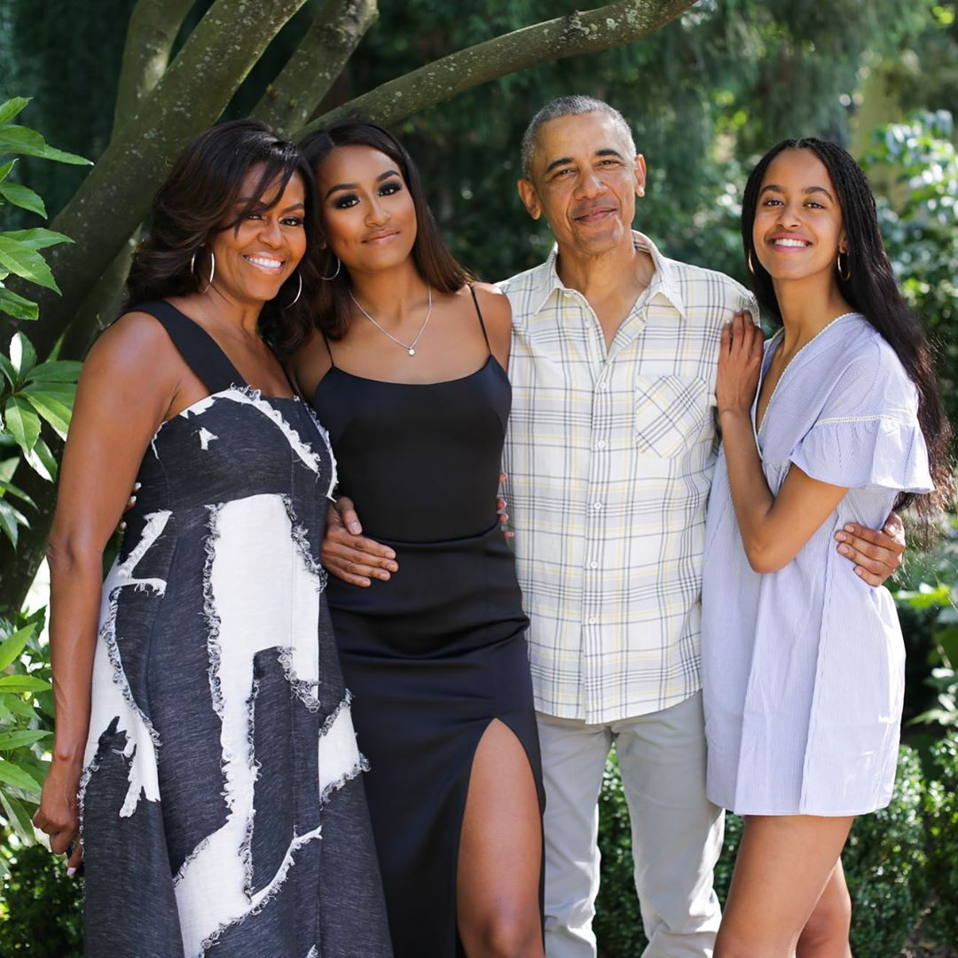 Michelle Obama shares family photo for Thanksgiving