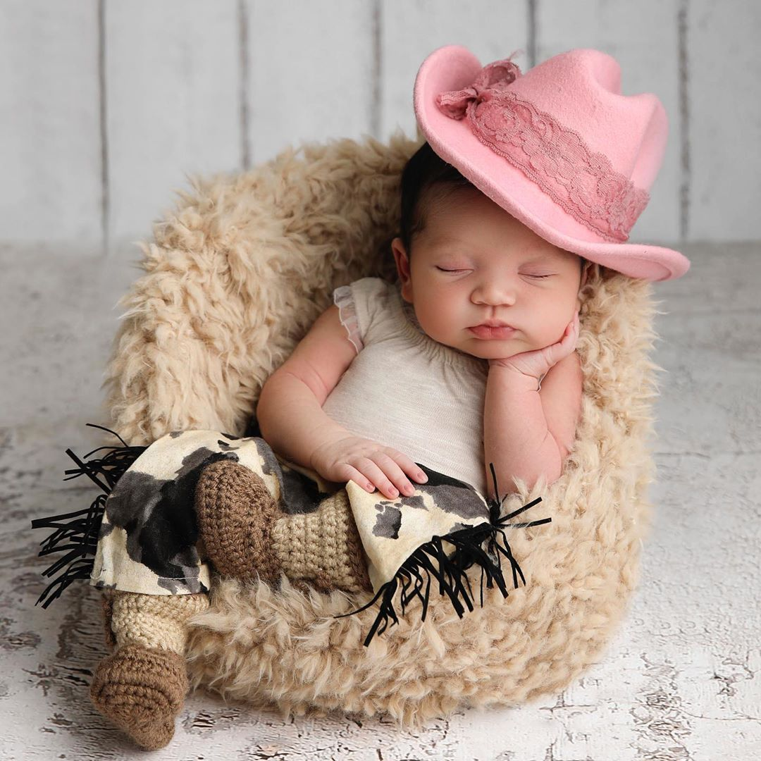 Cassie Shows Off Her Adorable Baby Girl In A Cowgirl Themed Photoshoot Bellanaija Except that they've seen all the clothes she has in her closet! cassie shows off her adorable baby girl