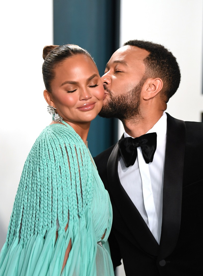 4 Red Carpet PDA Moments We Absolutely Love from the 2020 Vanity Fair Oscar Party